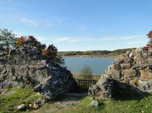 Kuusiston linnanrauniot Kaarinassa. Reformaatioon liittynyt kuningas Kustaa Vaasa käski tuhota keskiaikaisen piispanlinnan.